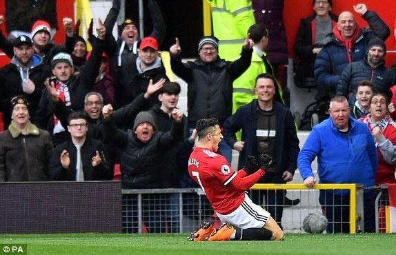 Cham diem MU 2-0 Swansea: Sanchez toa sang hinh anh 10