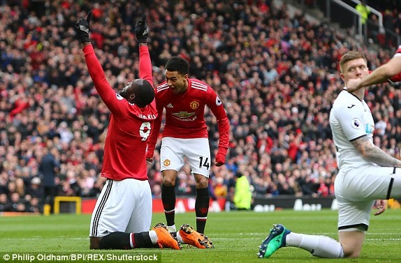 Cham diem MU 2-0 Swansea: Sanchez toa sang hinh anh 11