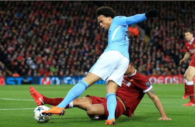 Khong Pogba va Lukaku,  Ashley Young vao doi hinh derby Manchester anh 11