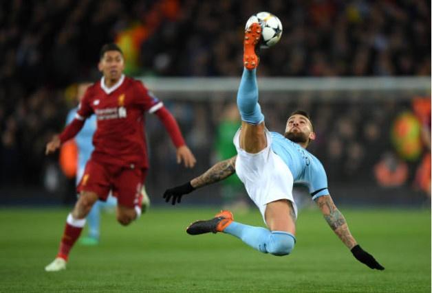 Khong Pogba va Lukaku,  Ashley Young vao doi hinh derby Manchester anh 3