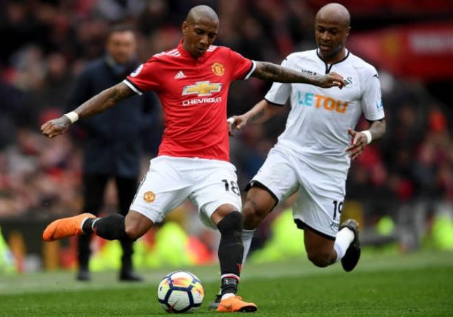 Khong Pogba va Lukaku,  Ashley Young vao doi hinh derby Manchester anh 5