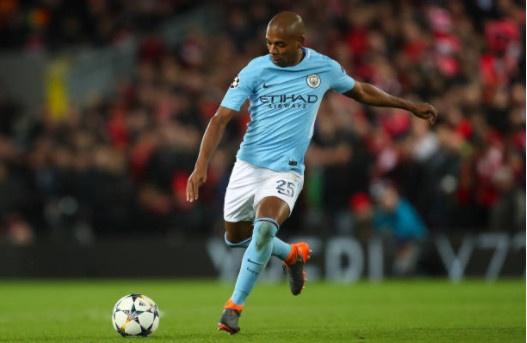 Khong Pogba va Lukaku,  Ashley Young vao doi hinh derby Manchester anh 7