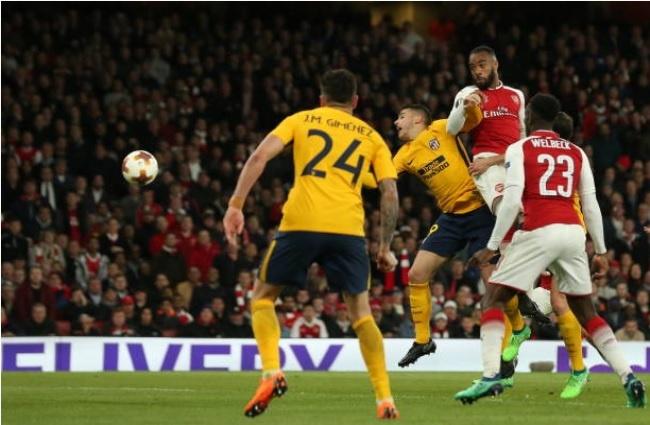 Griezmann lap cong giup 10 nguoi Atletico cam hoa tren san Arsenal hinh anh 10