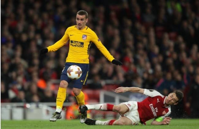 Griezmann lap cong giup 10 nguoi Atletico cam hoa tren san Arsenal hinh anh 13