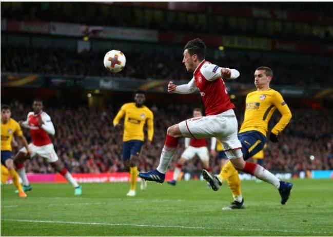 Griezmann lap cong giup 10 nguoi Atletico cam hoa tren san Arsenal hinh anh 14