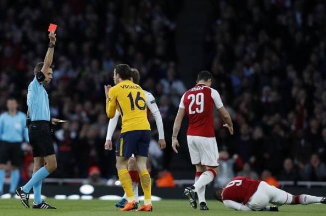 Griezmann lap cong giup 10 nguoi Atletico cam hoa tren san Arsenal hinh anh 4