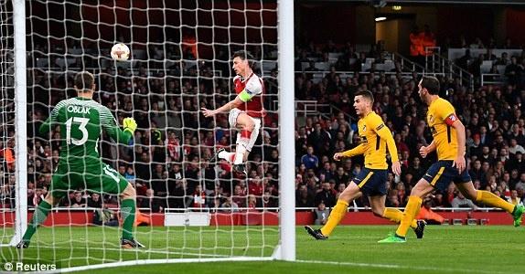 Griezmann lap cong giup 10 nguoi Atletico cam hoa tren san Arsenal hinh anh 6