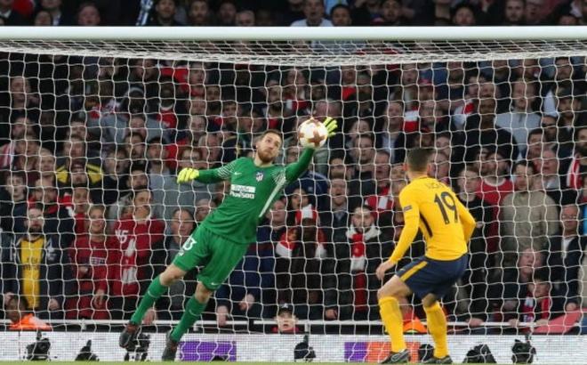 Griezmann lap cong giup 10 nguoi Atletico cam hoa tren san Arsenal hinh anh 7