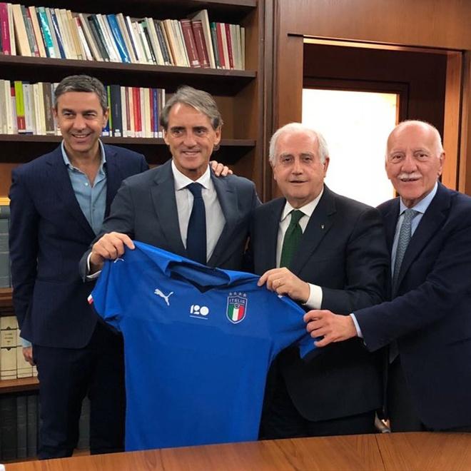 Roi bo xa hoa, HLV Mancini chinh thuc dan dat DT Italy hinh anh 1
