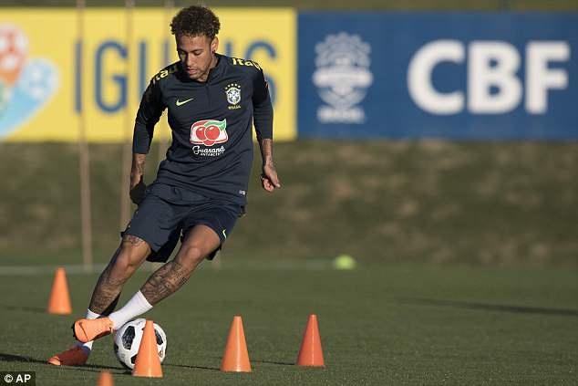 Tro lai luyen tap, Neymar san sang cho World Cup 2018 hinh anh 1