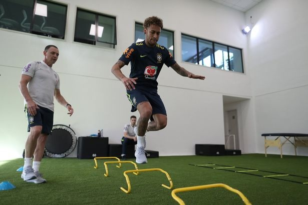 Tro lai luyen tap, Neymar san sang cho World Cup 2018 hinh anh 8