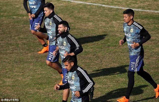 CDV den kin san xem Messi cung dong doi luyen tap hinh anh 5