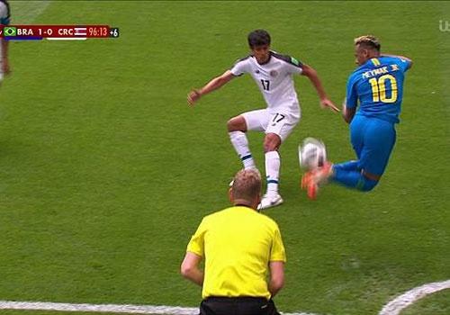 Neymar gion mat doi thu voi pha gap bong cau vong hinh anh