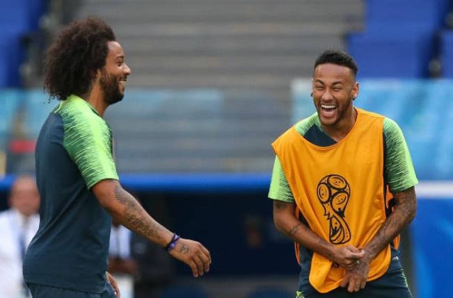 Neymar doi kieu toc truoc tran 'sinh tu' voi Mexico hinh anh 5