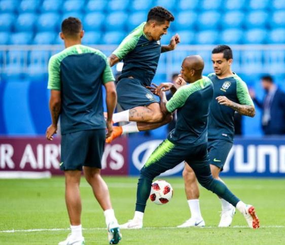 Neymar doi kieu toc truoc tran 'sinh tu' voi Mexico hinh anh 7