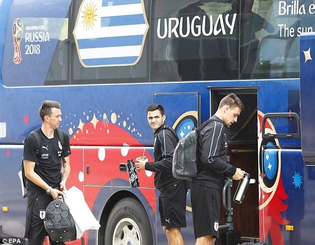 Suarez cung tuyen Uruguay buon ba ve nuoc hinh anh 6