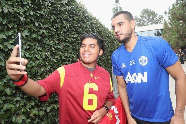 Mourinho ra mat tro ly moi trong chuyen du dau tren dat My hinh anh 11