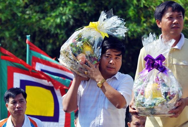 Hang ngan nguoi dan TP.HCM du le gio To Hung Vuong hinh anh