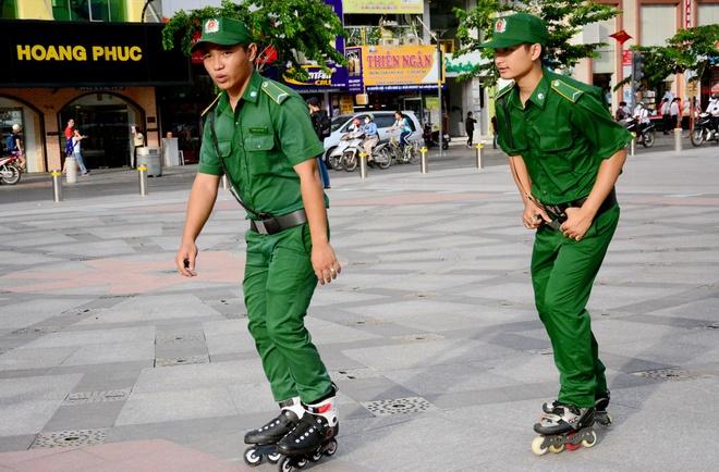 Truot patin tuan tra pho di bo Nguyen Hue hinh anh