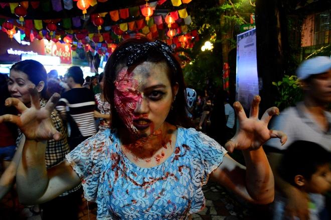 Sai Gon, Ha Noi ngap canh kinh di dem Halloween hinh anh