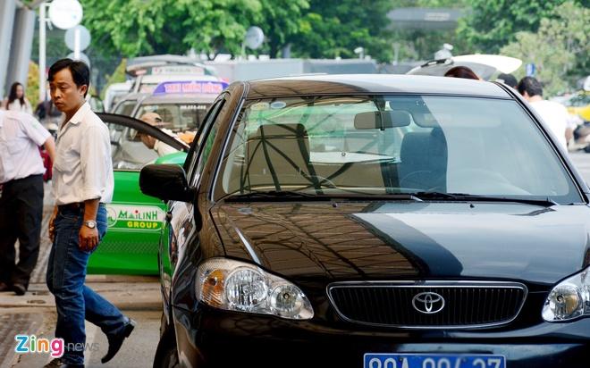 Quay video xe cong vu do chay i o san bay Tan Son Nhat hinh anh 2