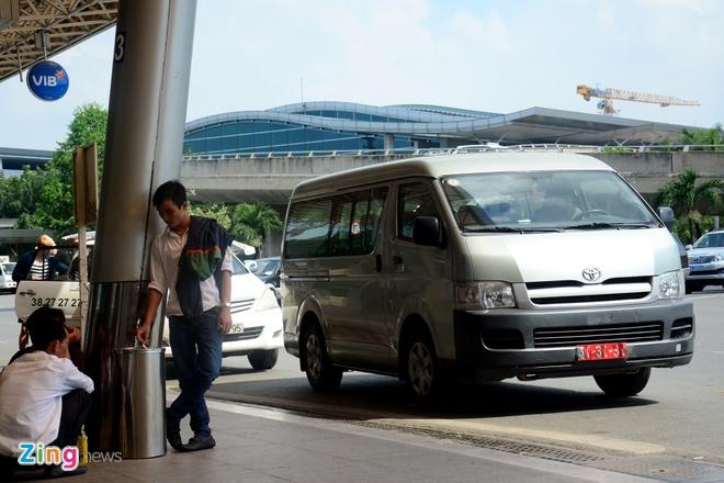 Quay video xe cong vu do chay i o san bay Tan Son Nhat hinh anh 4