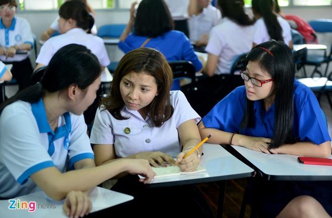 Sinh vien Viet Nam tham lang huu nghi Viet - Thai hinh anh
