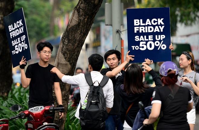 Black Friday o Sai Gon: Noi khep cua chan khach, noi tho o hinh anh