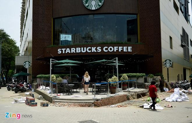 Starbucks o New World tan hoang gach da khi bi dap via he hinh anh