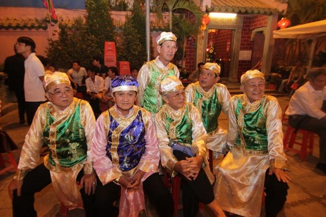 Nguoi Hoa dien trang phuc truyen thong di le o Bien Hoa hinh anh 3