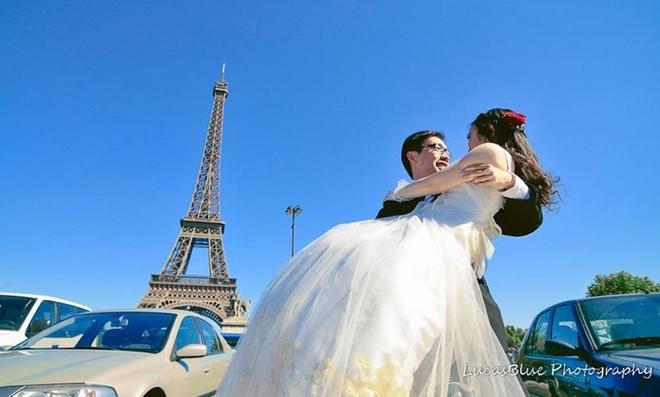 Bo anh tinh yeu ngot ngao duoi thap Eiffel hinh anh