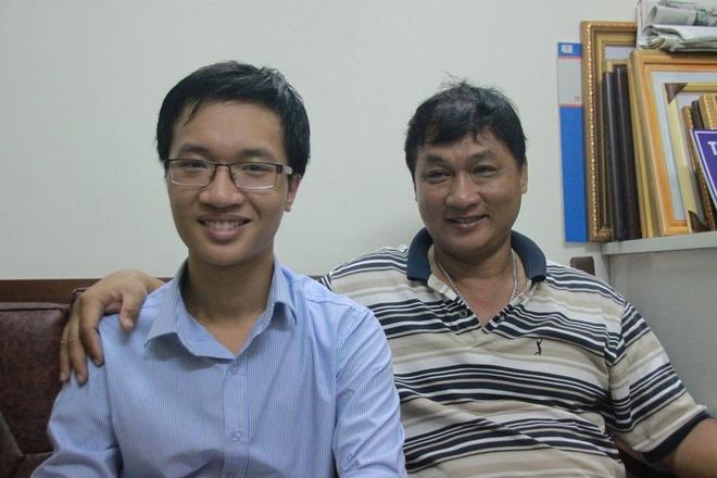 Chan dung 9X lap lai thanh tich cua GS Ngo Bao Chau hinh anh 3 Huy và cha của mình.