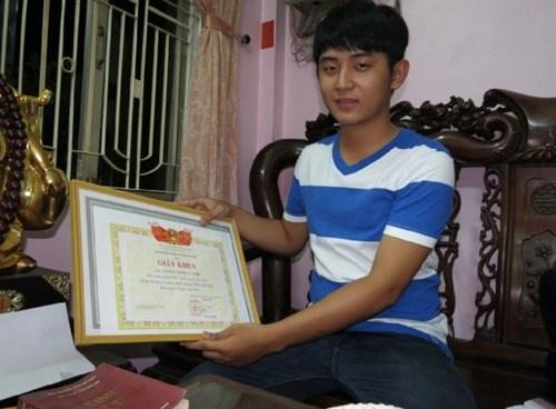 Nam sinh thu khoa kep va ten dac biet: Luong Mong Vu Anh hinh anh