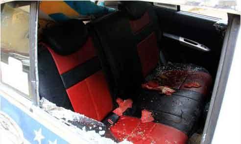 Khong nhuong duong, no sung ban lai xe taxi hinh anh