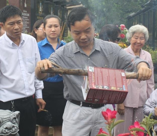 'Hoa' sach dip 7 nam ngay mat Thieu tuong Pham Xuan An hinh anh