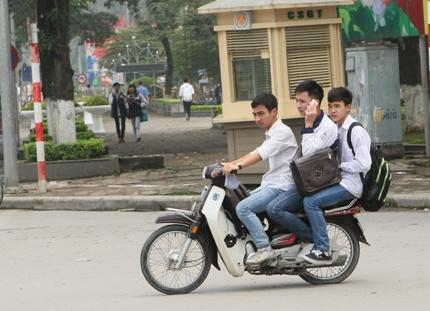 Anh Hoc Sinh Vo Tu Vi Pham Luat Giao Thong Hinh Anh 10