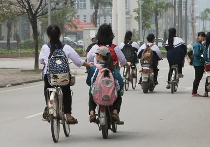 Anh Hoc Sinh Vo Tu Vi Pham Luat Giao Thong Hinh Anh 9