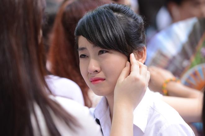 Nu sinh Phan Dinh Phung nghen ngao  trong phut chia tay hinh anh 11