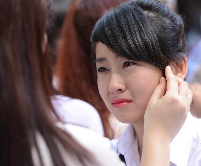 Nu sinh Phan Dinh Phung nghen ngao  trong phut chia tay hinh anh