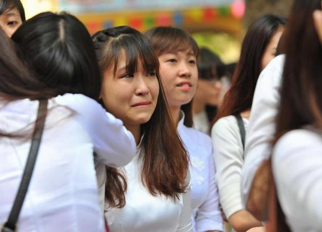 Nu sinh Phan Dinh Phung nghen ngao  trong phut chia tay hinh anh 7