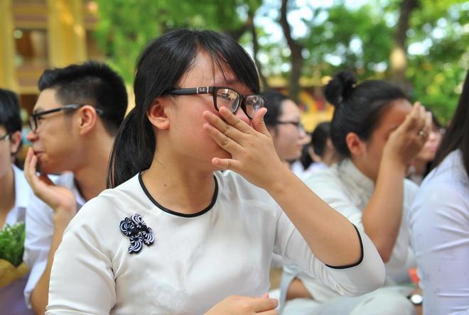 Nu sinh Phan Dinh Phung nghen ngao  trong phut chia tay hinh anh 9