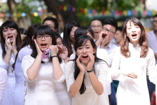 Nu sinh Phan Dinh Phung nghen ngao  trong phut chia tay hinh anh 5