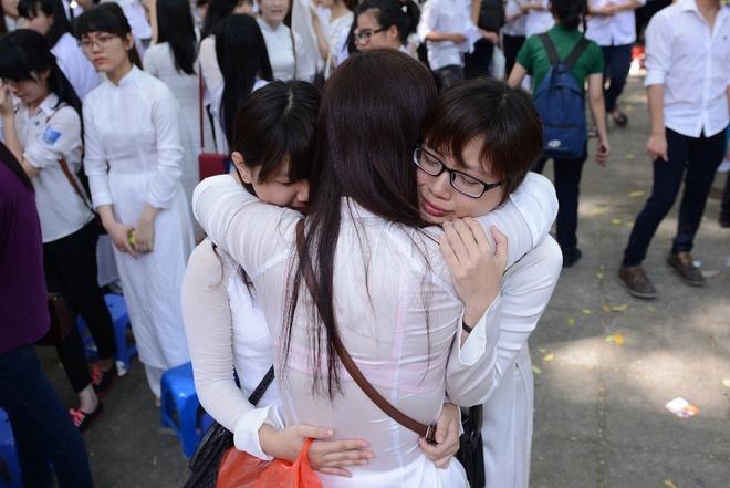 Nu sinh Phan Dinh Phung nghen ngao  trong phut chia tay hinh anh 6
