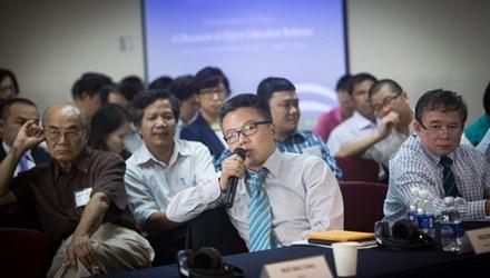 GS Ngo Bao Chau: Nen giu thi dai hoc, bo thi tot nghiep hinh anh 1 GS Ngô Bảo Châu phát biểu tại Hội thảo Đối thoại giáo dục 2014 vừa được tổ chức tại TPHCM.
