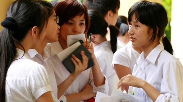 GS Ngo Bao Chau: Nen giu thi dai hoc, bo thi tot nghiep hinh anh 2 Thí sinh dự thi đại học tại Hà Nội năm 2014.