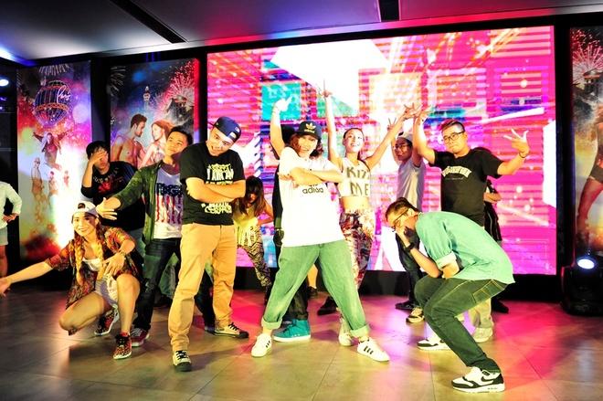 Tram Anh sanh doi JustaTee, Ha Lade le loi di xem phim hinh anh 8 New York Style là một trong những nhóm nhảy tiên phong tại Hà Nội.