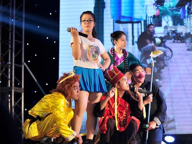 SV truong Bao dong Ton Ngo Khong di thue nha tro hinh anh 1 Vở nhạc kịch về Tôn ngộ không của khoa Kinh tế phối hợp với Đoàn thanh niên HV Báo chí và Tuyên truyền thu hút sự chú ý cửa người xem.
