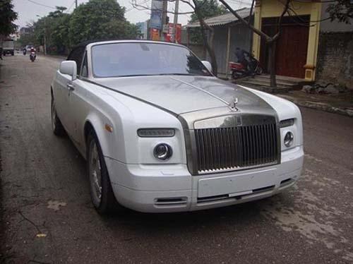 Do xa hoa, hoanh trang cua nhung dam cuoi Viet hinh anh 4 Rolls-Royce Ghost đen, Rolls-Royce Phantom rồng, Maybach 62S trắng đời 2012 và Maybach 62S nội thất ốp đá trong đoàn rước dâu tại Ninh Bình.