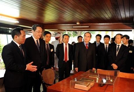 Them cau noi gop phan lam sinh dong quan he Viet – Trung hinh anh 3 Ông Du Chính Thanh thăm Nhà sàn Bác Hồ.