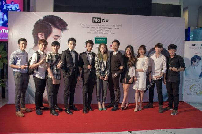 Đạo diễn Luk Vân (ở giữa)